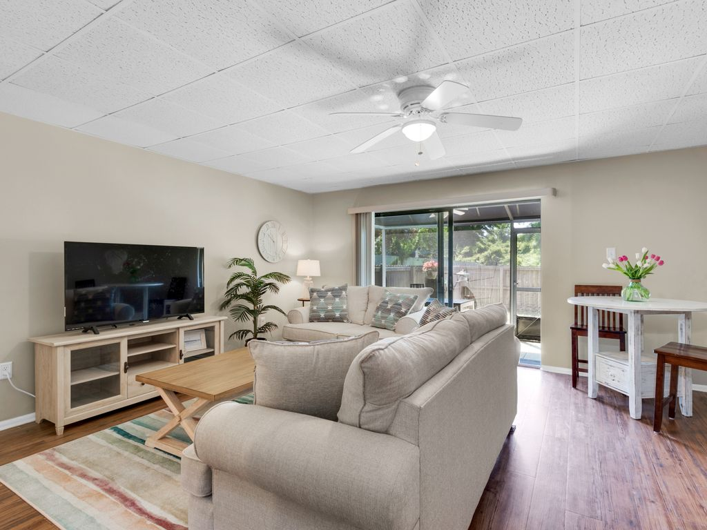 Large flat-screened TV in living area (includes Netflix)