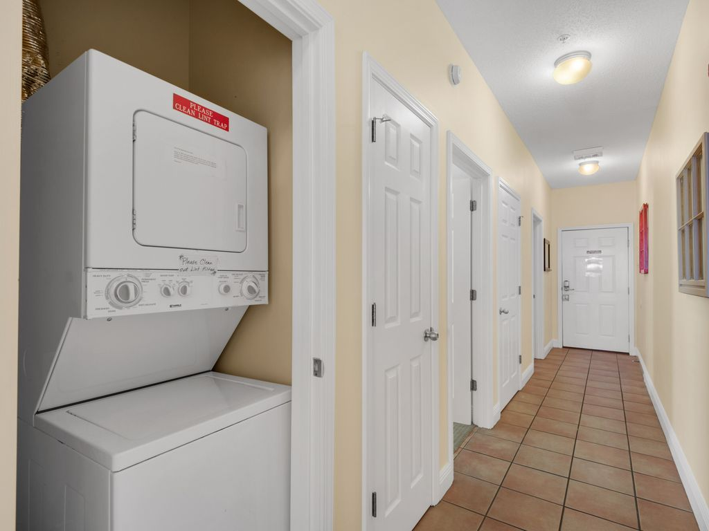 Hallway washer & dryer for your convenience