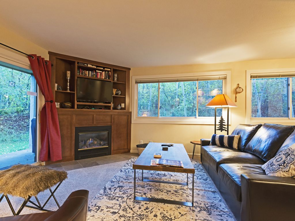 Living area - walk out to slopes from sliding door!