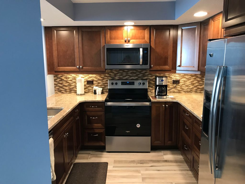 Newly Remodeled Kitchen With Granite Counter Tops, Cabinets & Appliances.