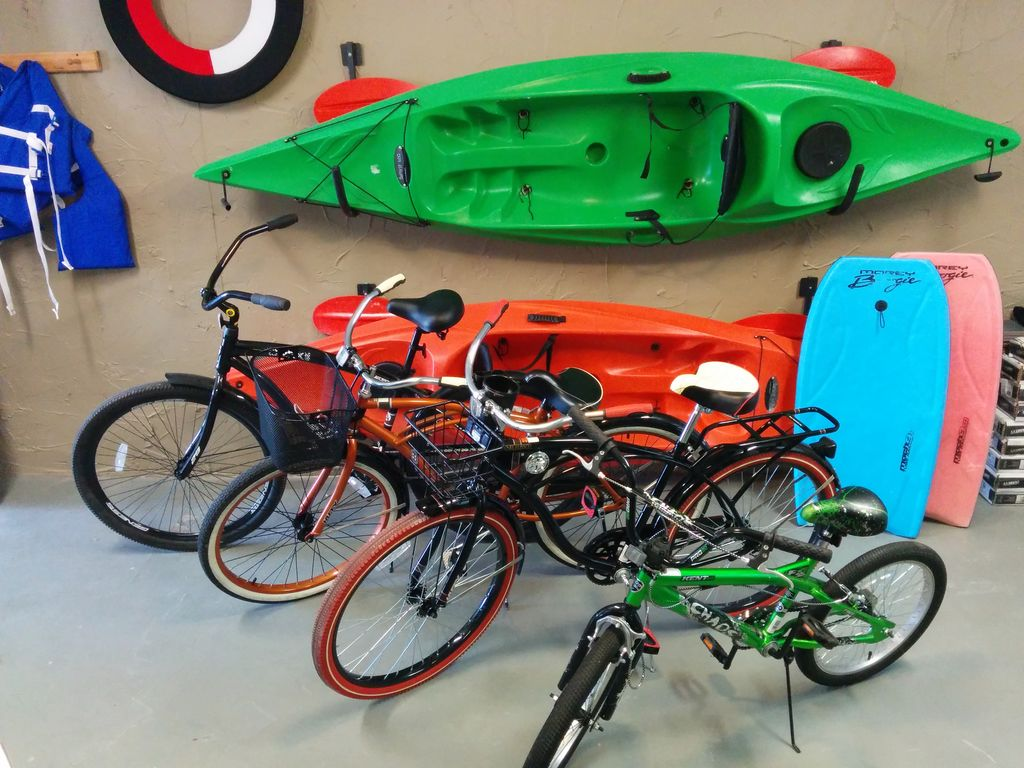 "4 bikes (29"", 26"", 26"", 20""), 2 Spirit kayaks, & lots of beach gear...enjoy!"