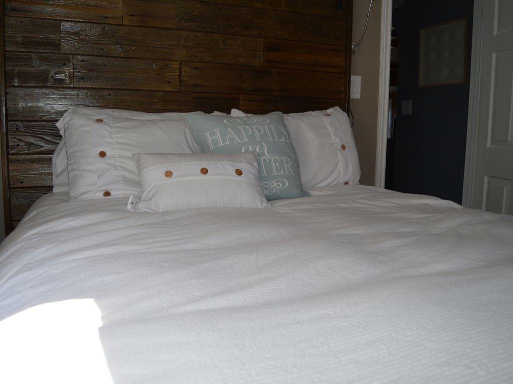 Bedroom # 2, Queen bed