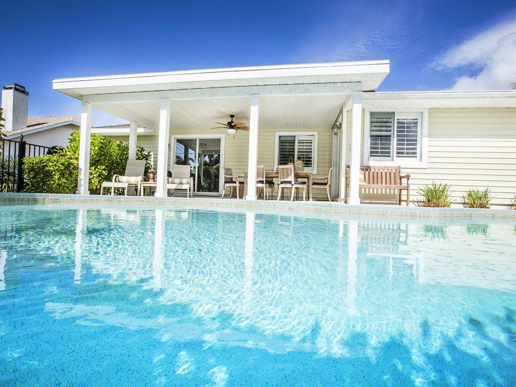Geniessen Sie einen sonnigen Tag am Pool!
