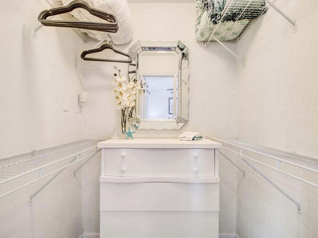 Roomy closet in bedroom