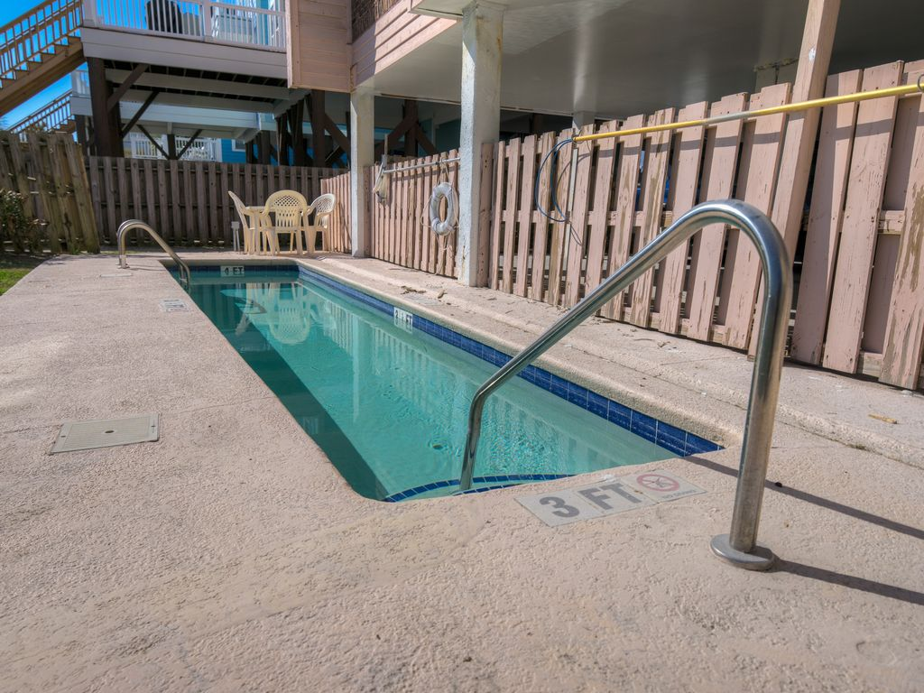 """VERY SMALL lap pool! If you are """"pool people"""", this probably won't work for you!"""