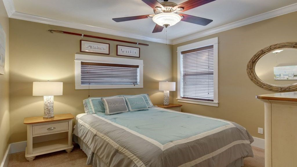 1 of the guest bedrooms