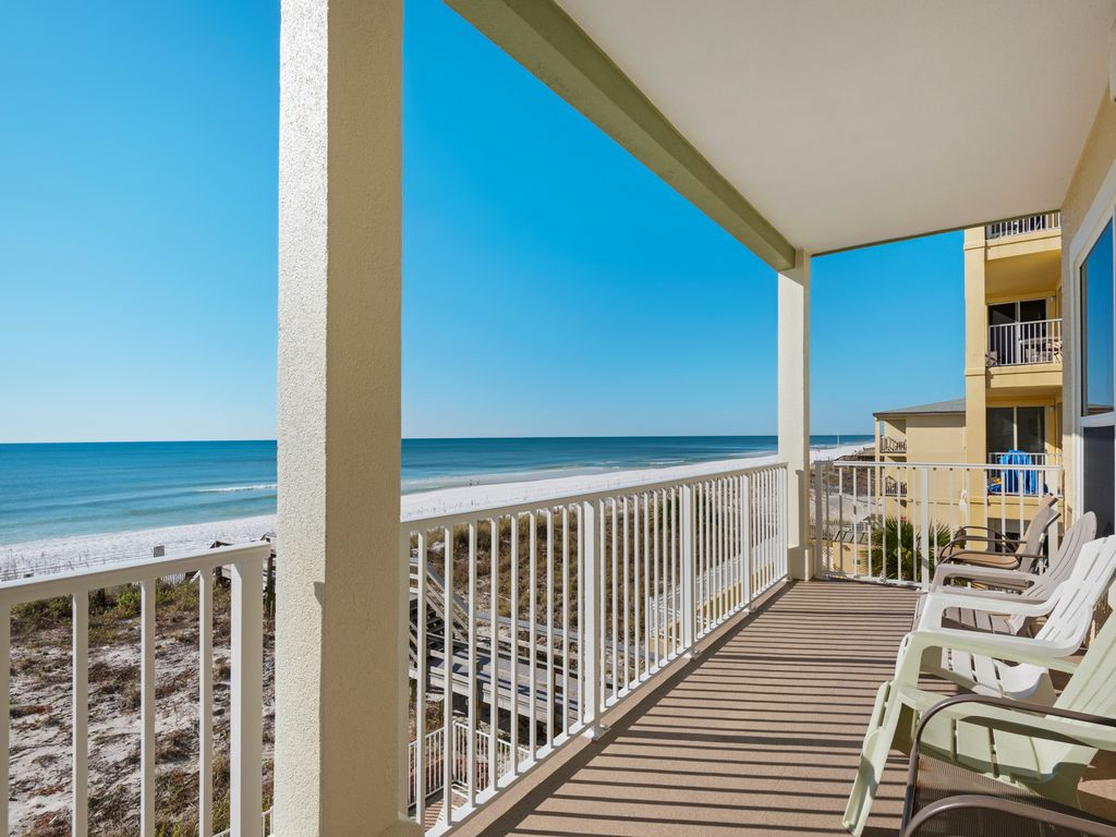 Panoramic views - perfect for dolphin watching, sunsets and star gazing.