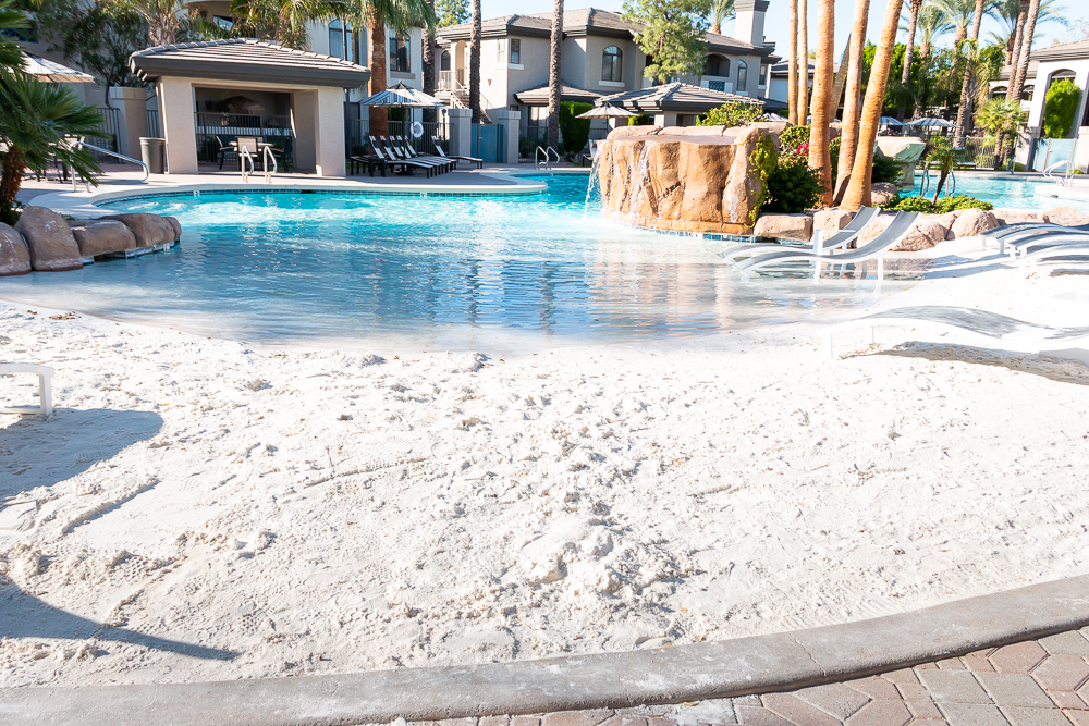 Sand entry pool