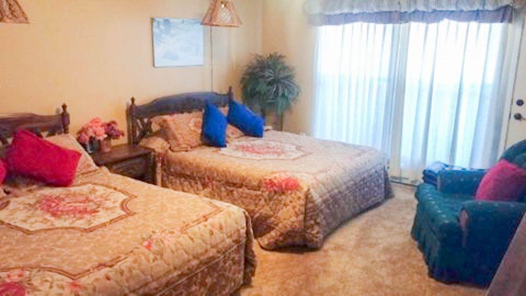 2nd bedroom has 2 queen beds