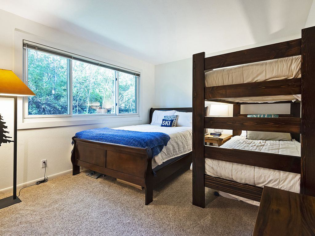 2nd bedroom with queen bed and twin bunkbeds