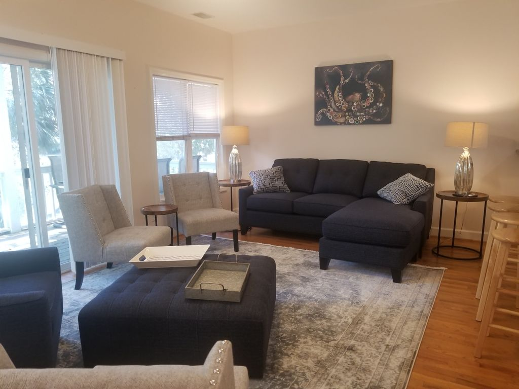 Spacious Living Area with Plenty of Seating