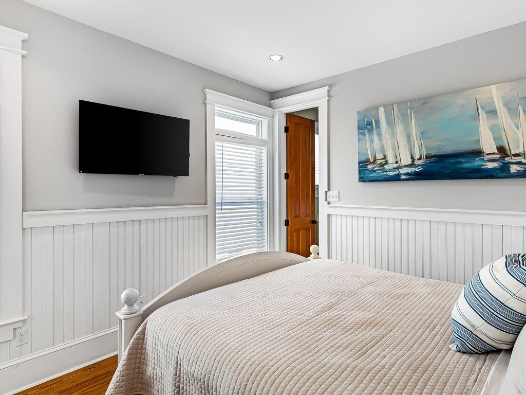 2nd Floor, king Room (with en suite Bath)