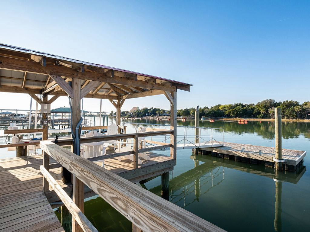 Covered Dock with 20ft floater dock