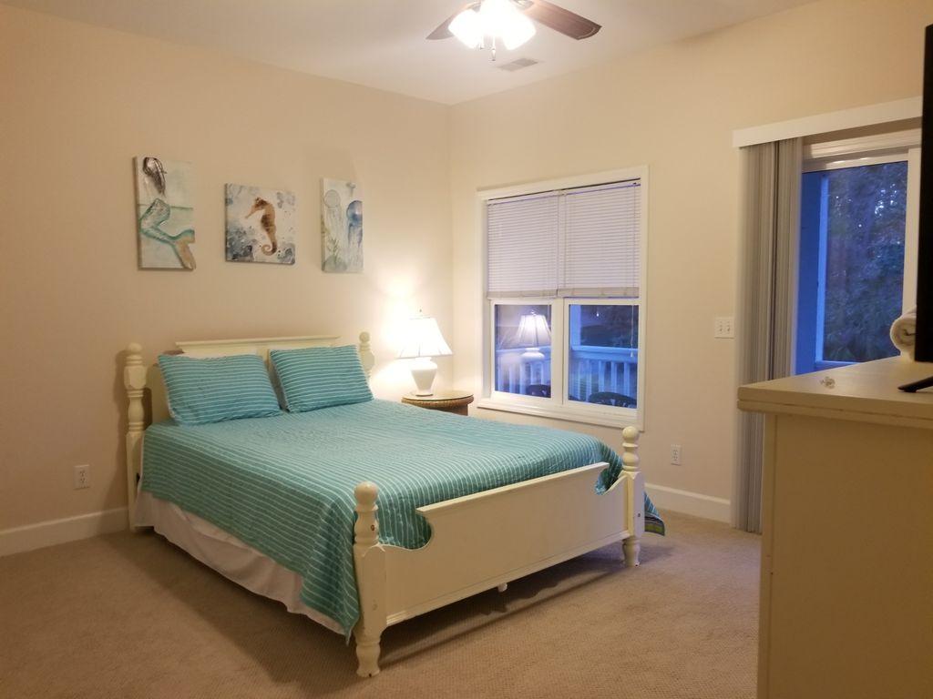 2nd floor bedroom with queen bed & private bath.