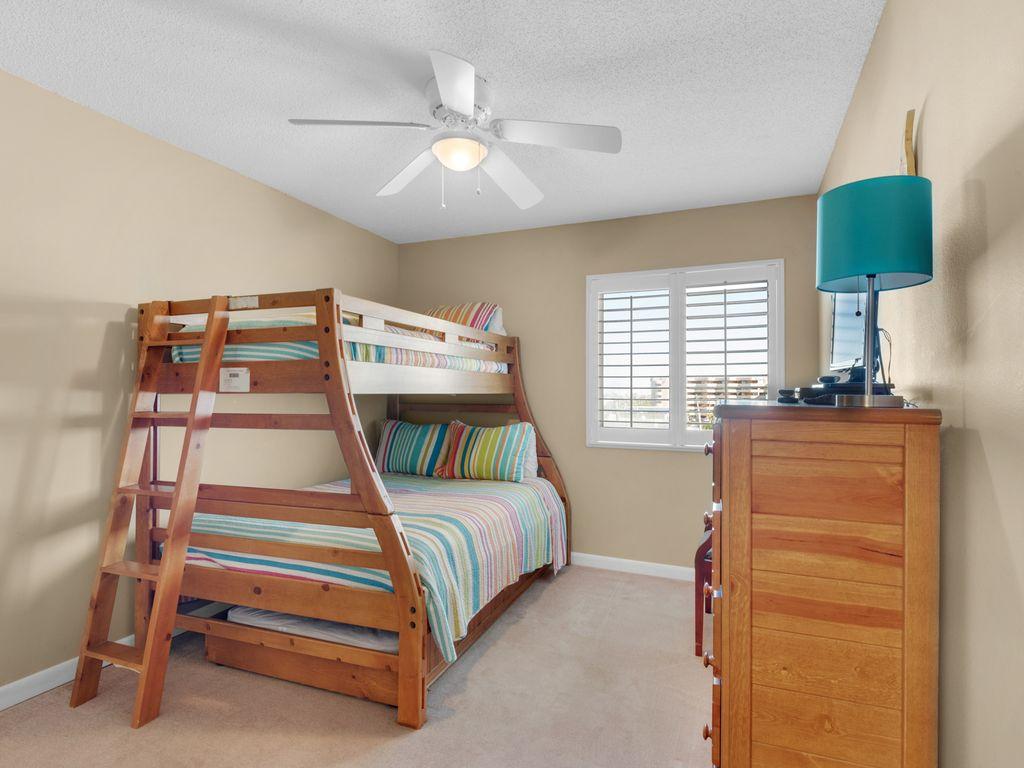 Guest bedroom sleeps up to 4 people