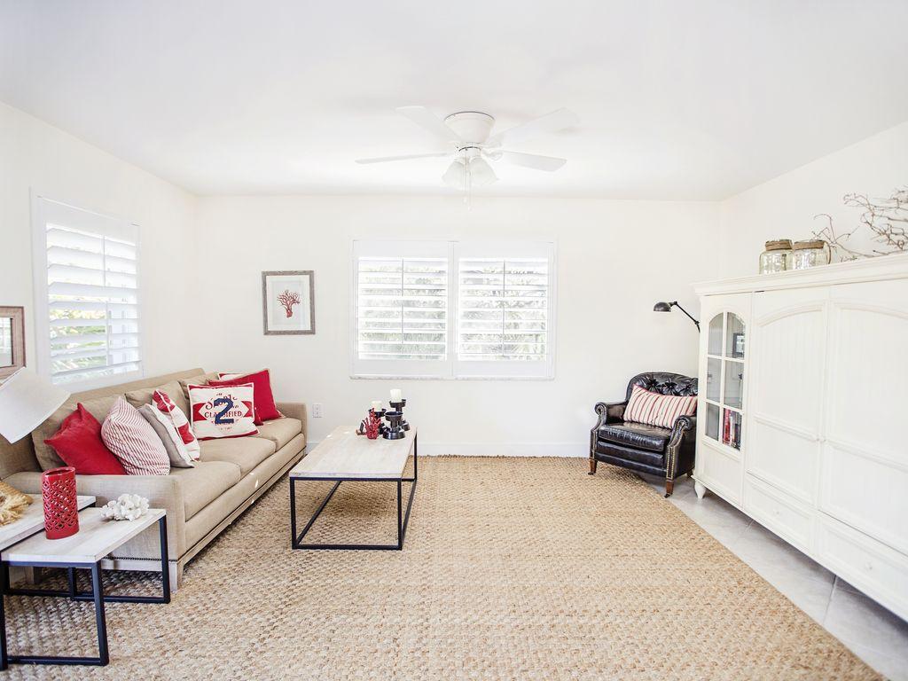 Grosses und helles Wohnzimmer - entspannen Sie hier nach dem Strand.