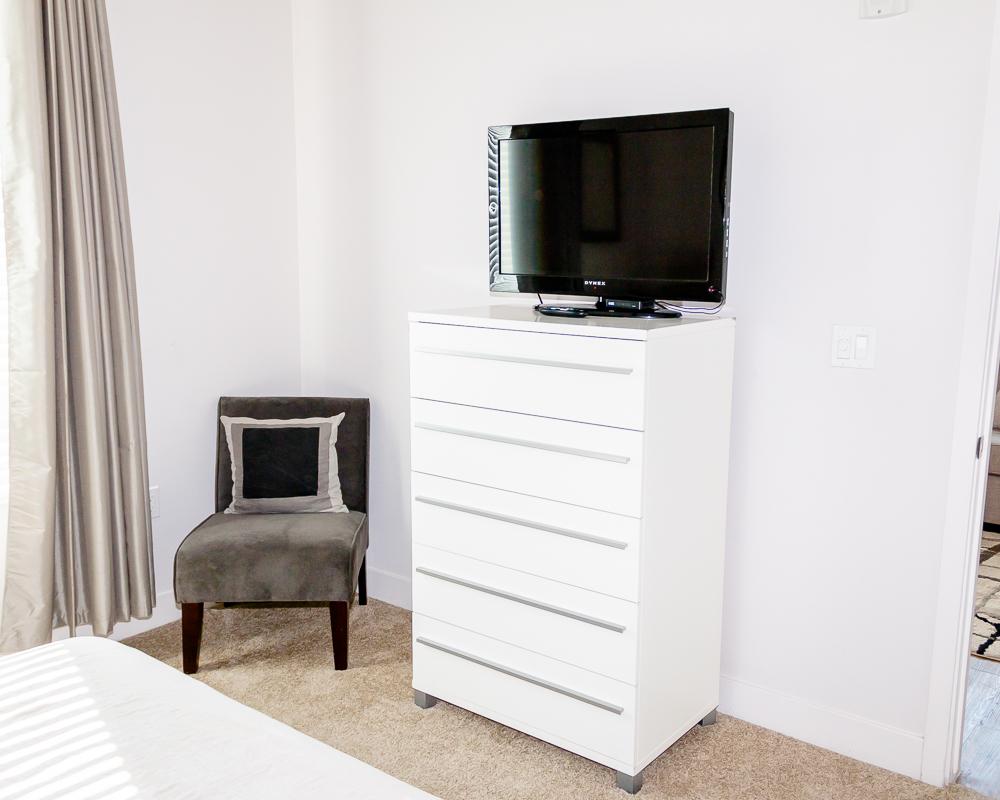 Master bedroom with 32in flatscreen TV