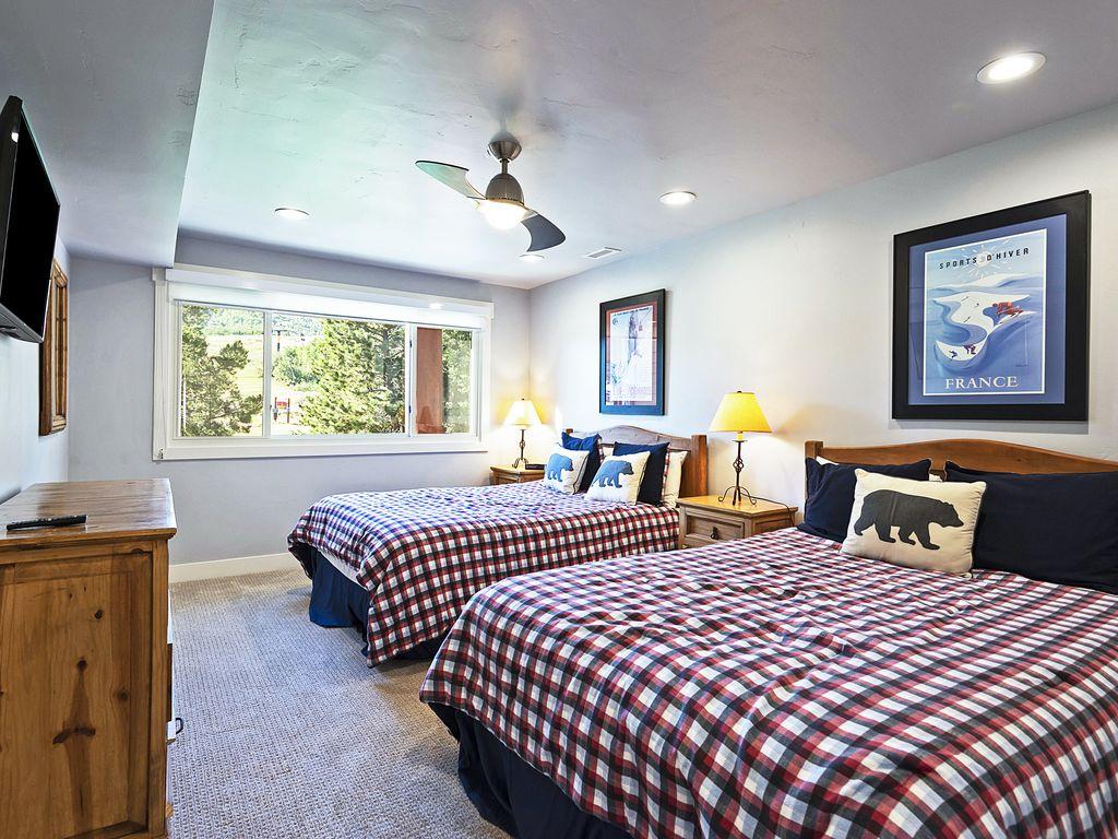 2nd bedroom - two queen beds - ensuite bath