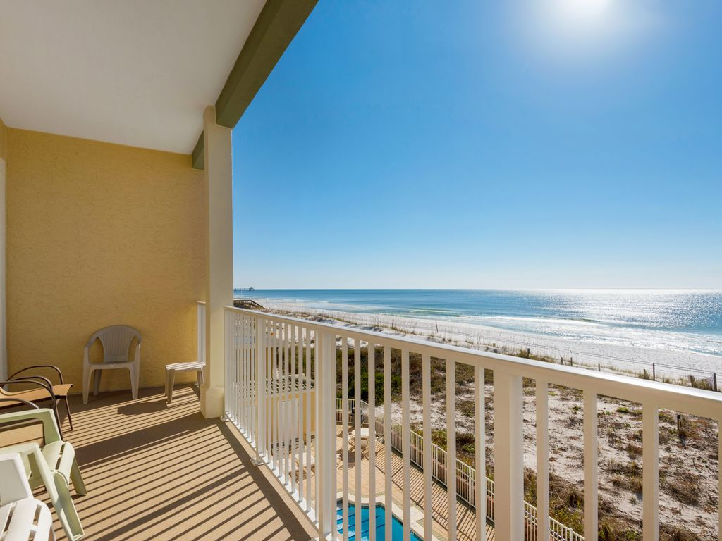 Private balcony overlooking pool/Gulf. Watch sunrise and fishing pier fireworks.