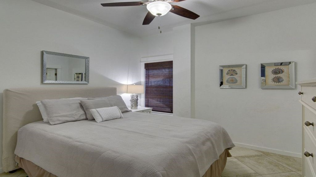 ground floor queen bedroom