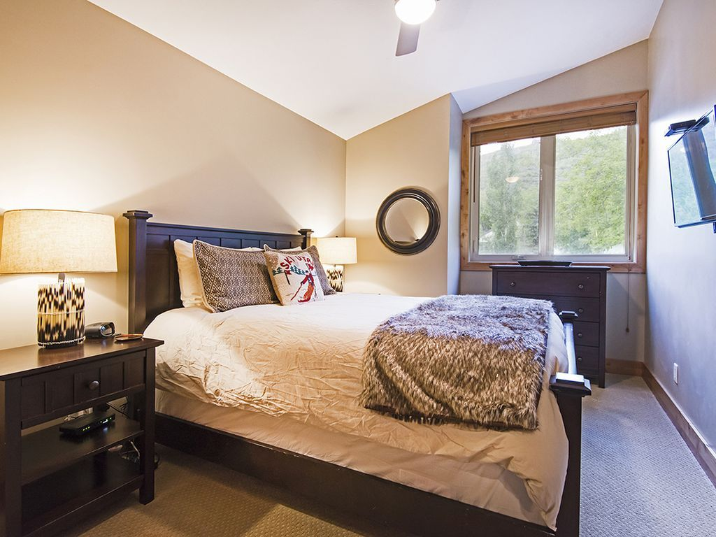 2nd bedroom.  Queen bed.  Flat screen TV.  Ceiling fan for our summer guests.