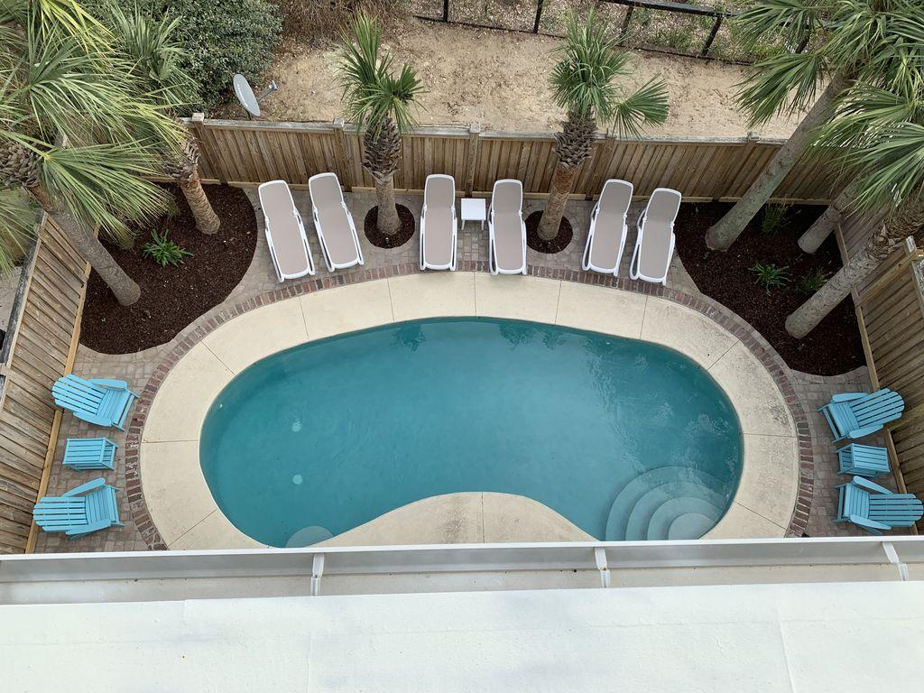 birdseye view of pool