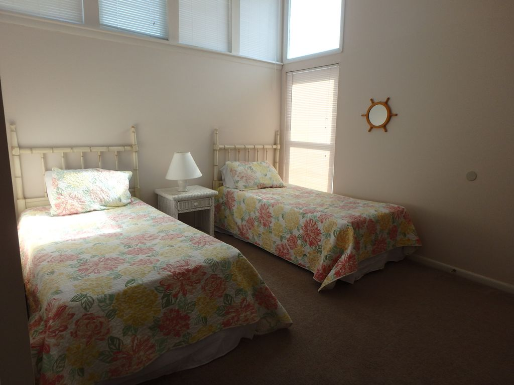 2nd floor bedroom with 2 twin beds