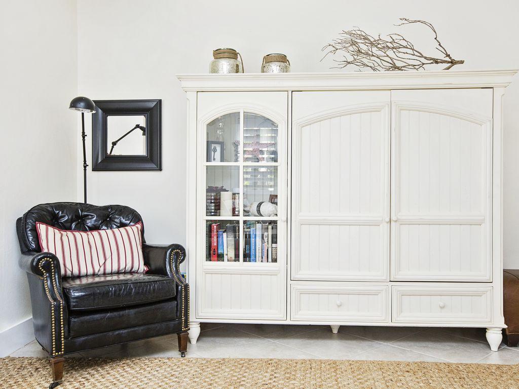 Im Wohnzimmer finden Sie einen Flachbild TV, ein BOSE Sound System & DVD player.