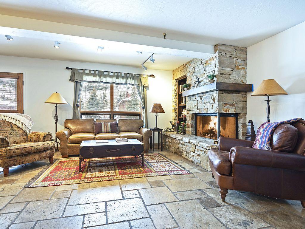 Living area - gas fireplace, Smart TV, overlooks Deer Valley pond.