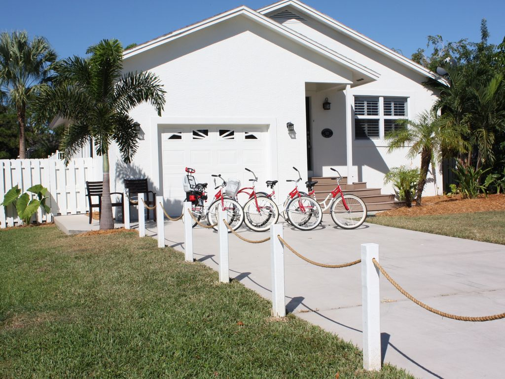 Driveway to 'The White Cottage' with our 4 beach cruiser bicycles.