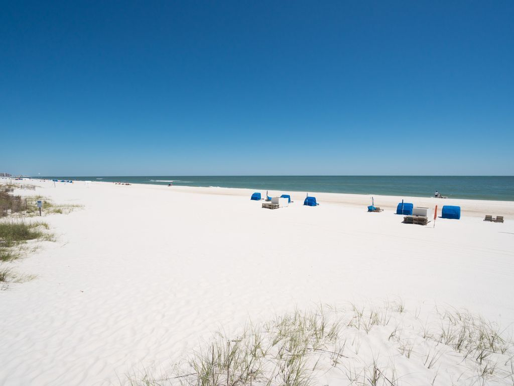 Lot's of room on the beach to enjoy your day!