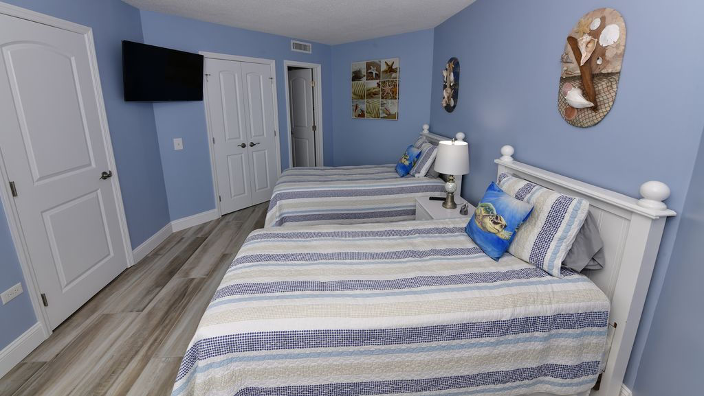 """Private 2nd Bedroom with 40"""" Smart TV w/ Streaming Capabilities."""