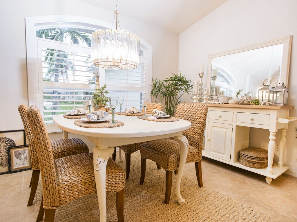 Beachy ambience in the dining area