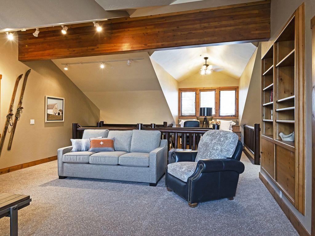 Loft area - queen sleeper sofa