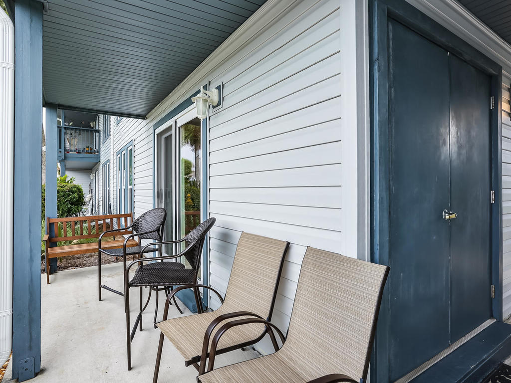 Front Porch with Plenty of Seating