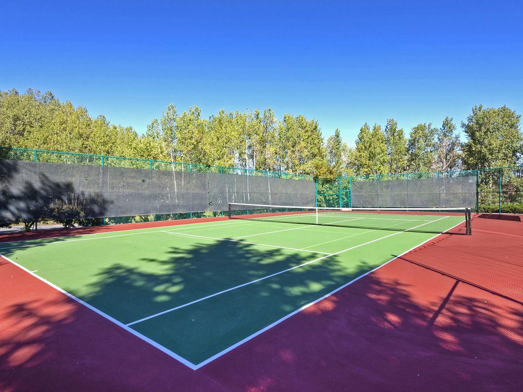 SnowFlower tennis courts