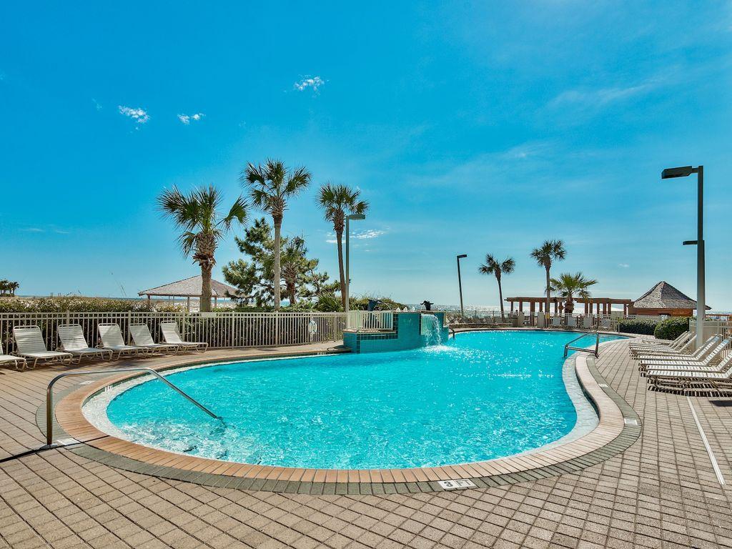 Outdoor pool (Seasonally heated)