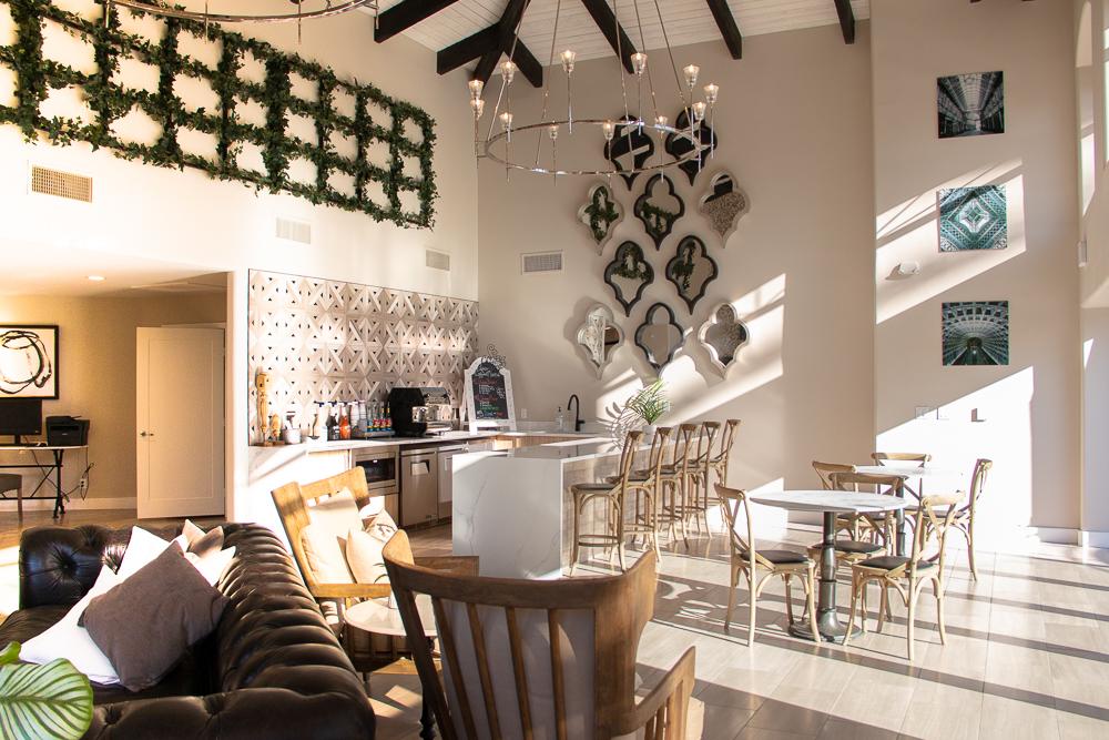 Coffee bar/lobby