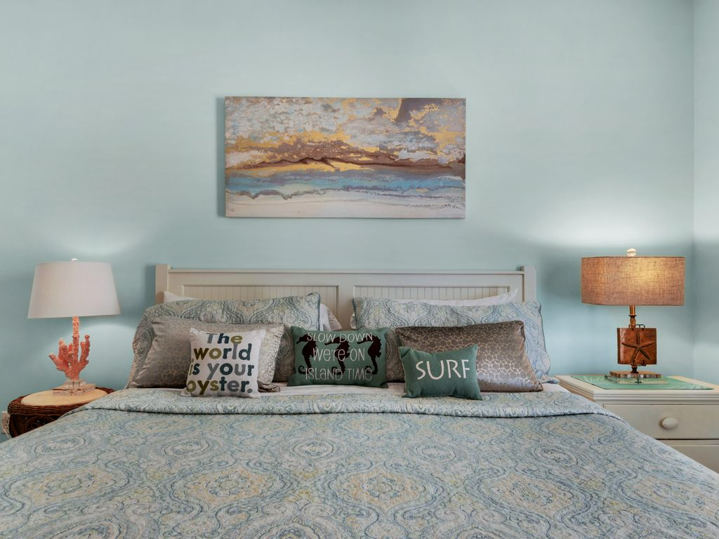 Coastal themed lamps, high thread-count linens. True tranquility.