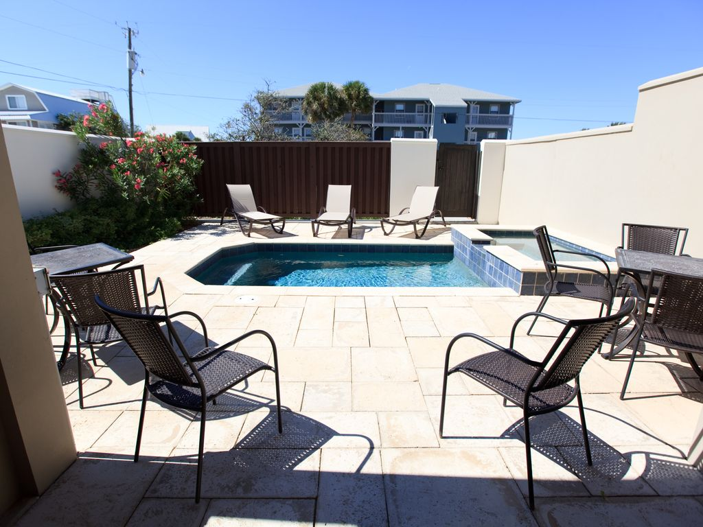 pool and adjoining hot tub can be heat September to April.