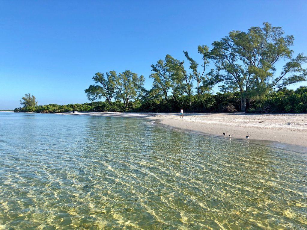 Kristallklares Wasser am 'Delnor Wiggins State Park' Strand