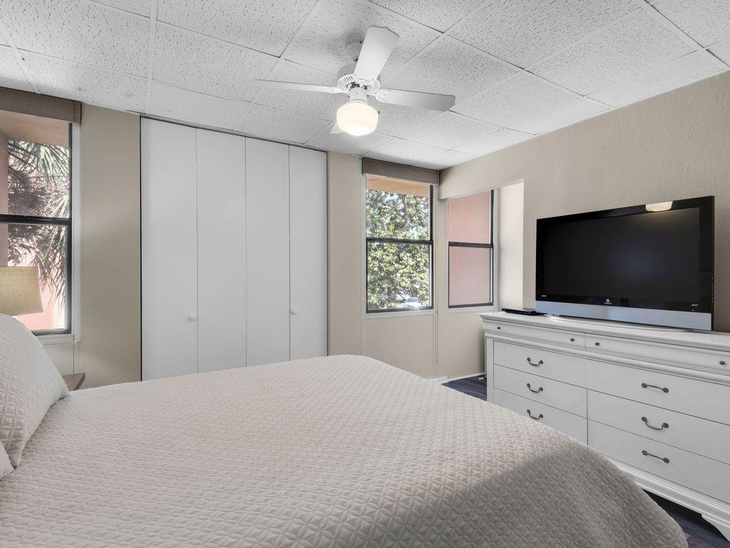 TV in guest bedroom (includes Netflix)