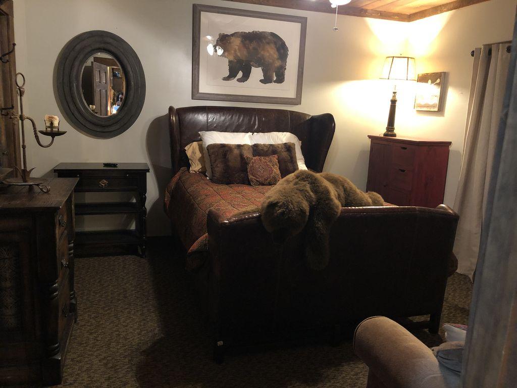 Downstairs queen suite