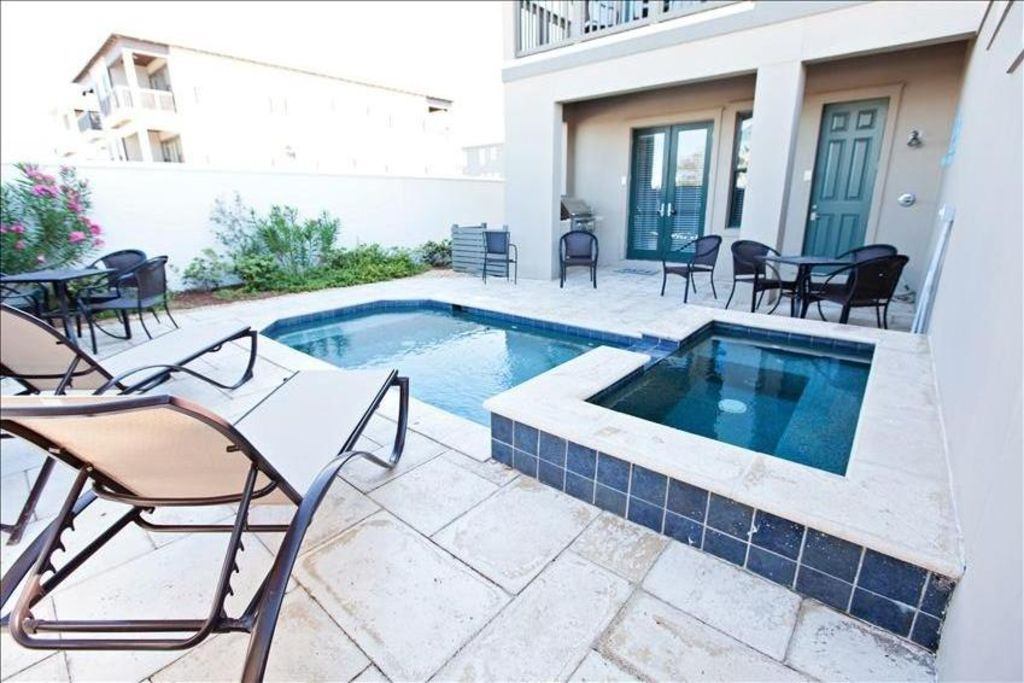 Pool and Spa, are not the only reason to enjoy the courtyard.  The gas grill.
