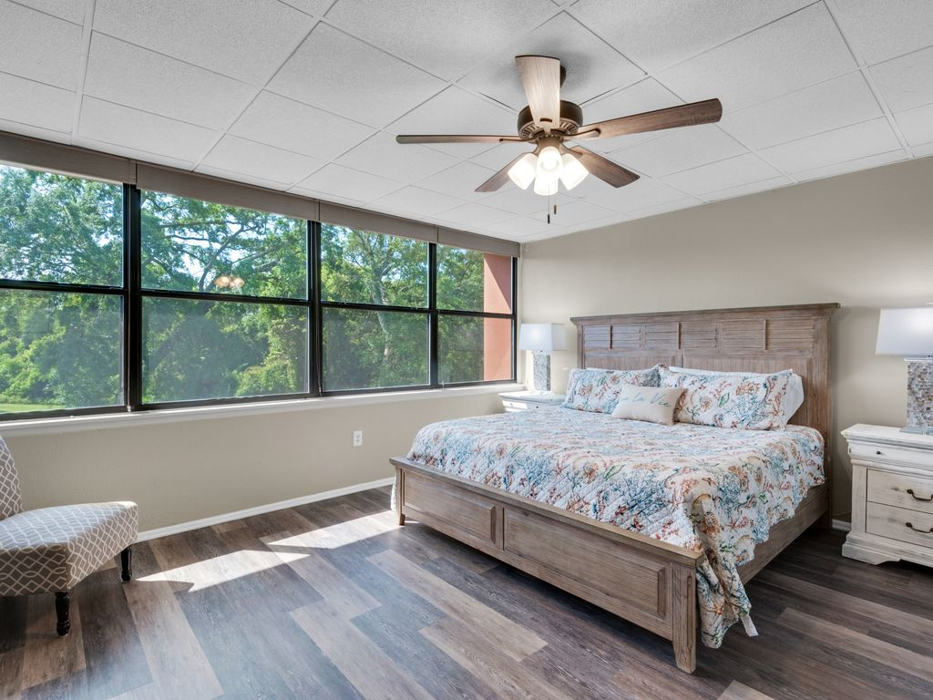 Cozy, comfortable bed & new linens