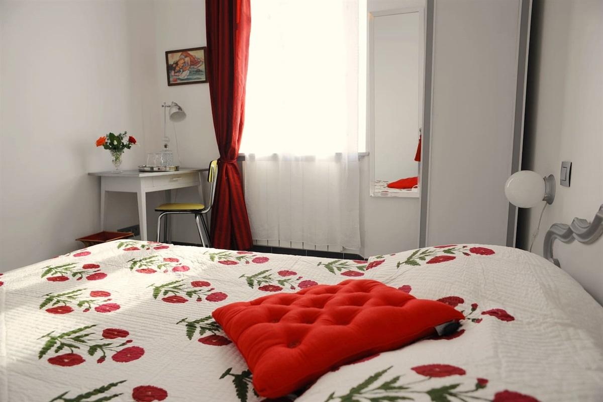 chambre 1 avec lit double de 140cm