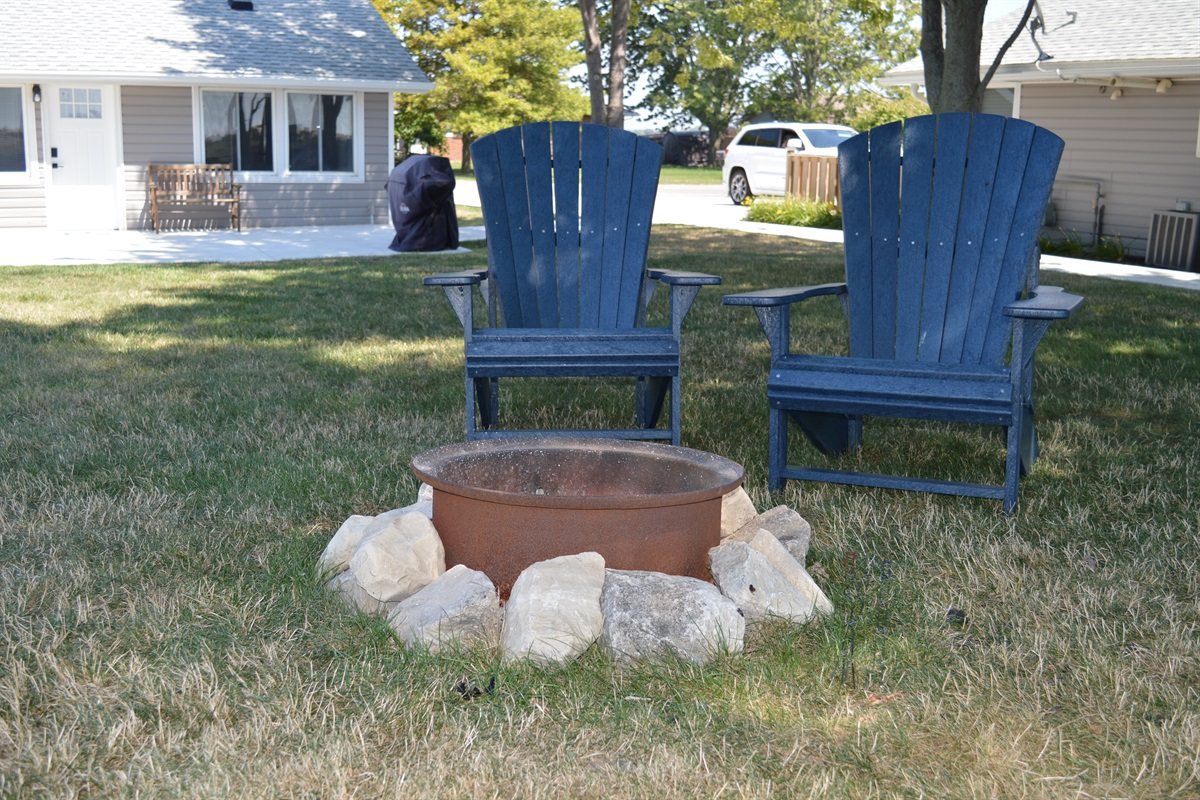 Bonfire for 2 in relaxing adirondack chairs