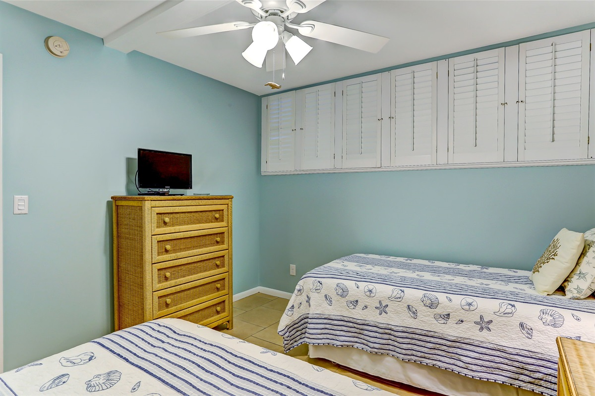 Guest Bedroom - with TV