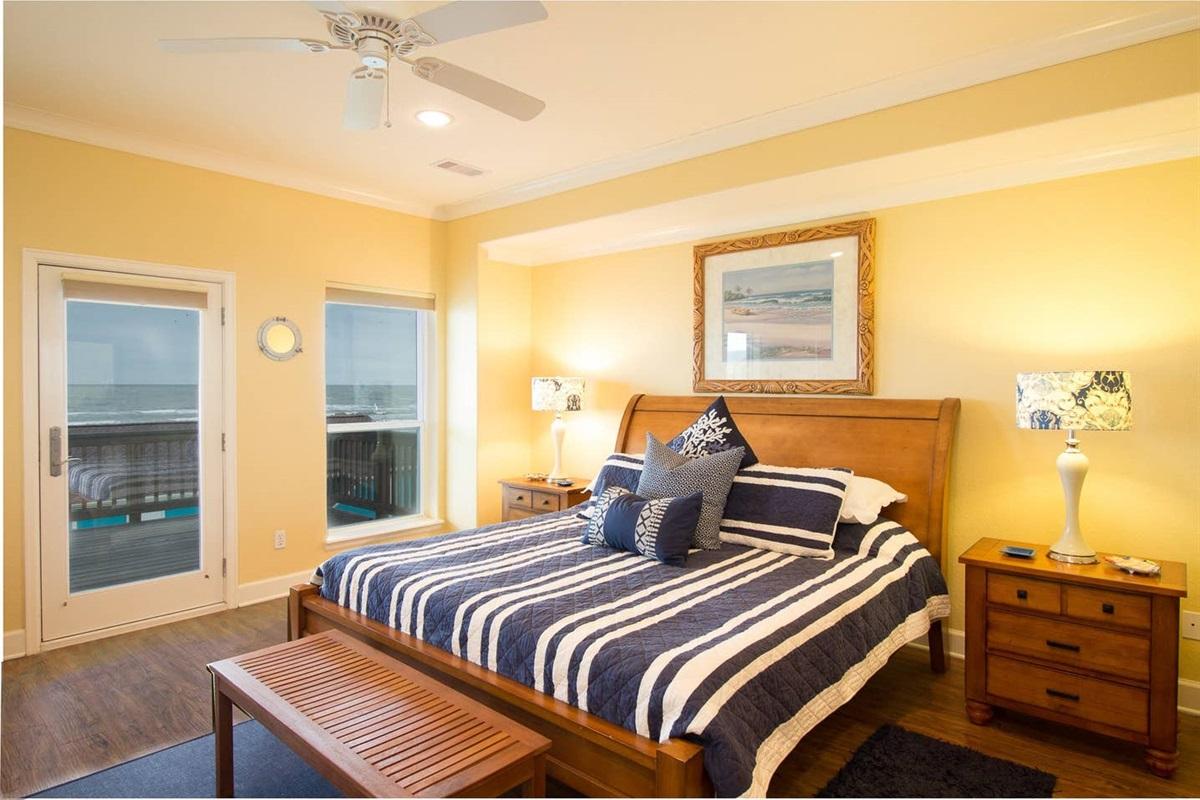 Primary Bedroom Balcony Access and Private en Suite Bath