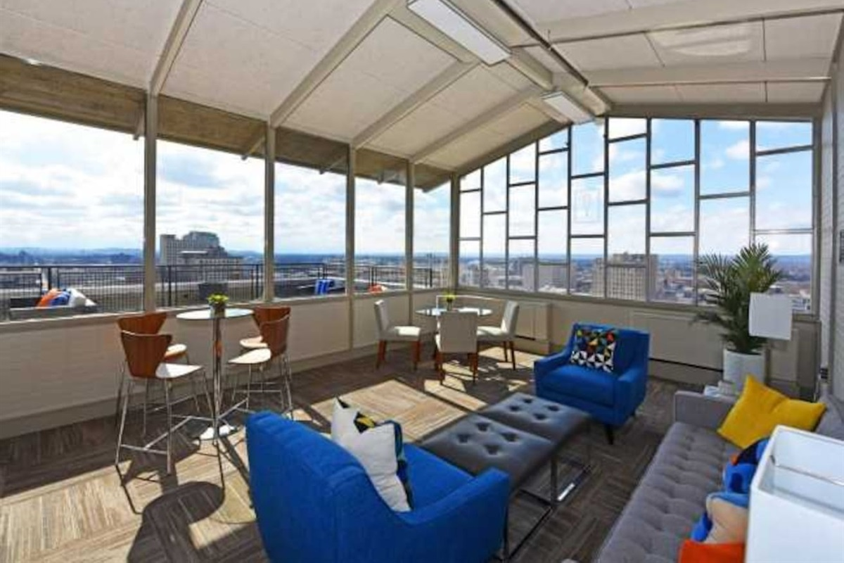 24/7 Covered views of the city in the Sky Lounge located on floor 17